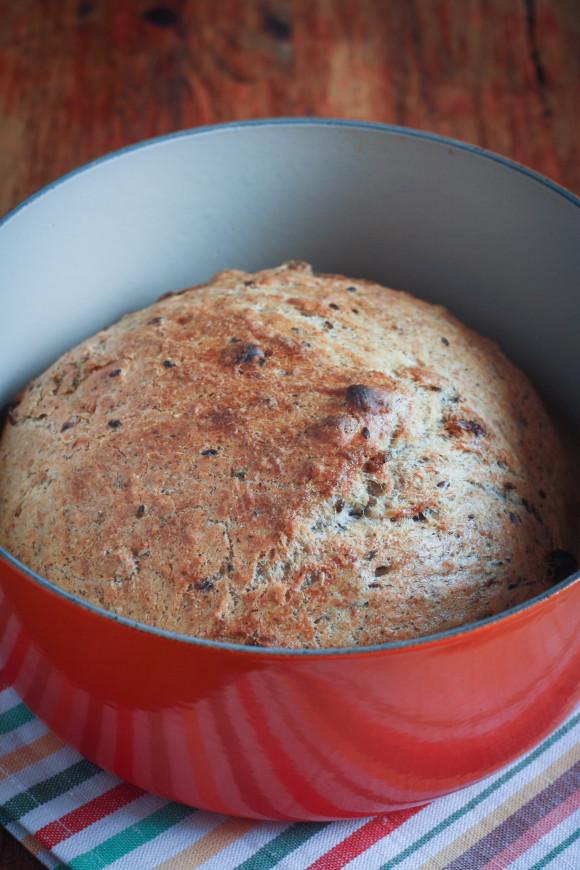 pane al farro e grano saraceno  con nocciole e uvetta
