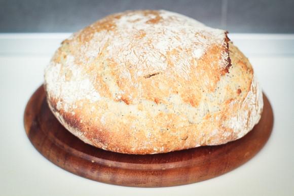 pane senza impasto con semi e frutta secca