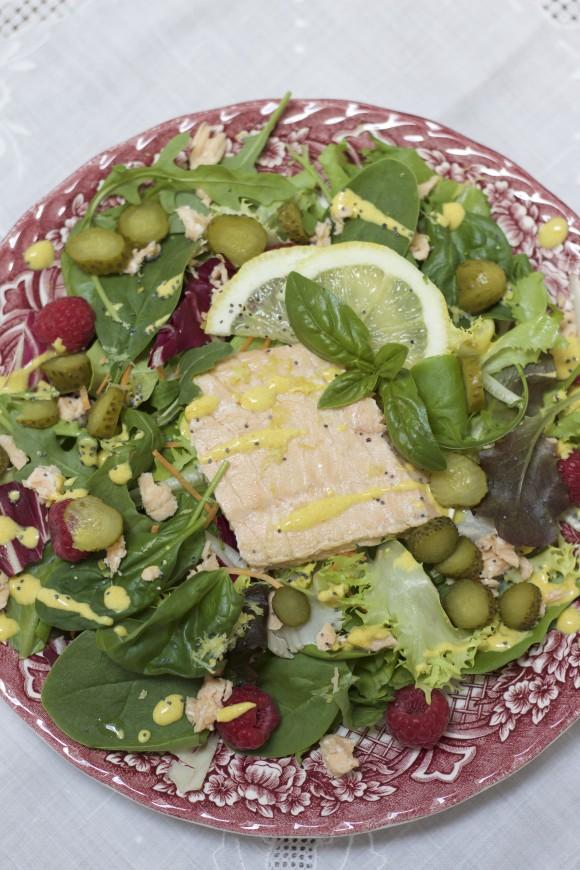 insalata con salmone, lamponi e senape