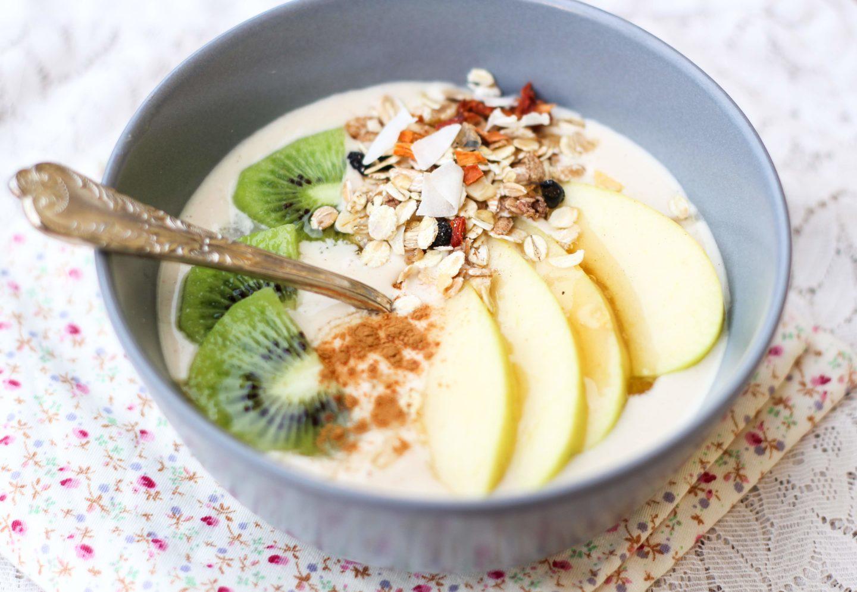 cena con yogurt greco e frutta